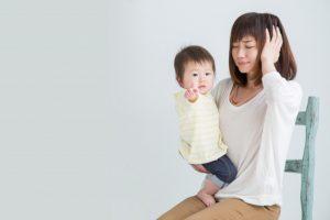 出産後の不調に悩む女性